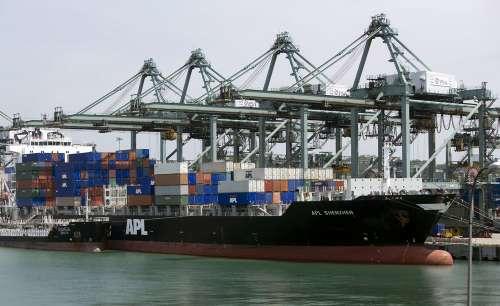 另外,该公司旗下美国总统轮船(apl)运量持续好转,4月份运量约升34%.