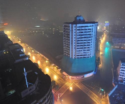 南京地标性建筑图书发行大厦爆破拆除