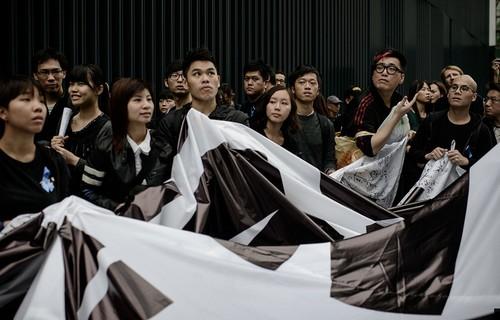 香港万人游行反暴力支持新闻自由