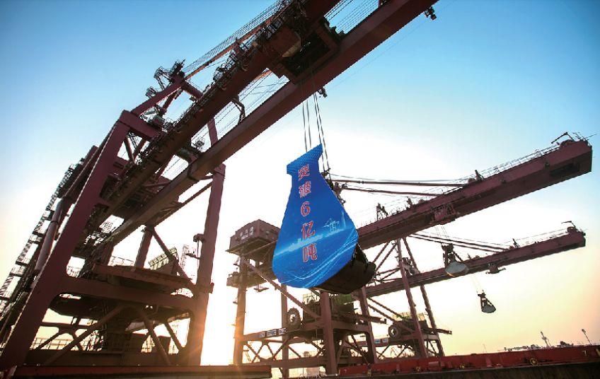 山東港口青島港年吞吐量突破6億噸 王清憲出席慶祝儀式(附圖)