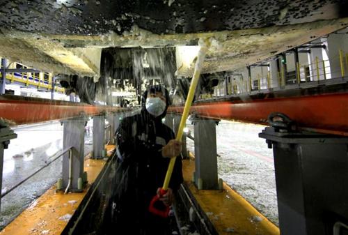 沈阳铁路局全力迎战降雪寒潮天气确保运输畅通和旅客出行安全(附图)